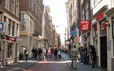 Shopping in Warmoesstraat